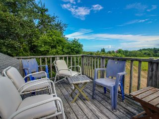 Quiet home with beach & dock access, peek-a-boo ocean views!, Chilmark