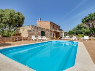 Mountain view country home with a private pool and terrace!, Algaida