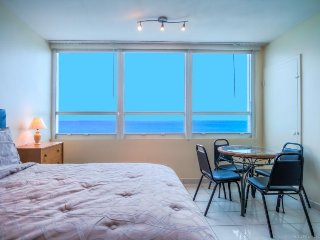 Ocean views, pool, tennis court & direct beach access!, Miami Beach