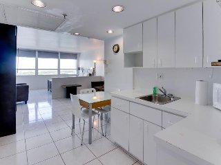 Stylish studio w/bay views, beach access, & resort amenities, Miami Beach
