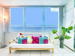 Refreshing space with ocean views, access to beach & more, Miami Beach