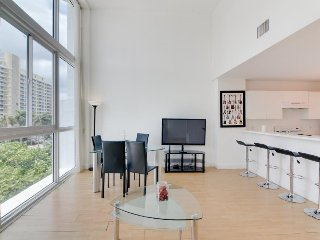 Rock-and-Roll condo w/ beach access, pool, gym, etc., Miami Beach
