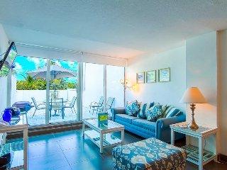 Oceanfront 2-story condo w/direct beach access off patio!, Miami Beach