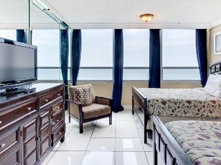 Beautiful ocean view w/ close beach access & pool from this ocean front condo, Miami Beach