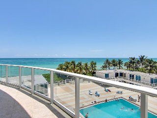 Spacious condo with resort amenities and ocean views!, Miami Beach