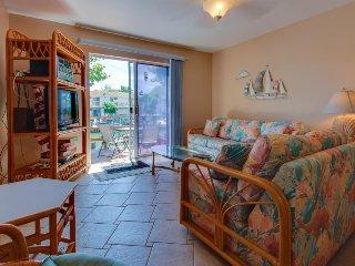 Cozy bay-side condo, w/prime location & dock access, Ocean City