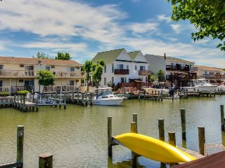 Cozy bayfont condo w/prime location near attractions & dock access, Ocean City
