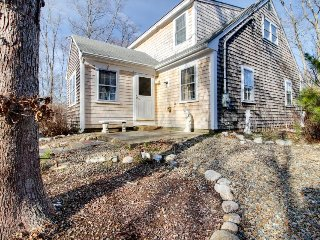 Quiet family-friendly home w/jetted tub & prime location, Vineyard Haven