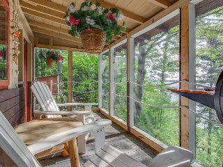 Oceanfront cabin with a private dock, deck, and screened porch!, Phippsburg