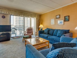 Bright and clean condo near the beach, perfect for family fun!, Ocean City