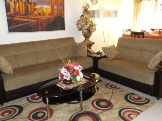 well furnished 4 BEDROOM apt with all amenities, New York
