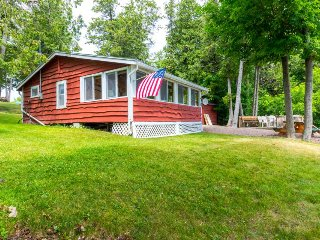 Lakefront, outdoor lover's delight w/private dock & firepit, Grand Isle
