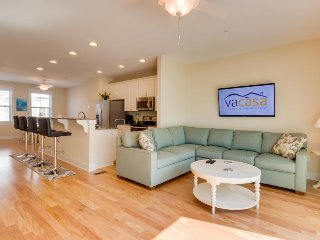 Partial bay-view condo w/shared pool & easy beach access - great location, Ocean City