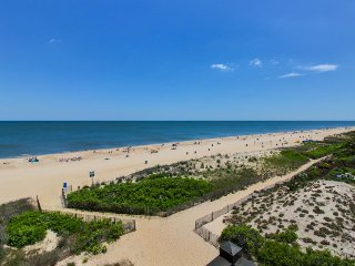 Sparkling oceanfront condo w/ balcony and incredible view