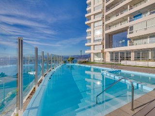 Stunning oceanview condo with access to a pool, hot tub, sauna, gym & more!, Concón