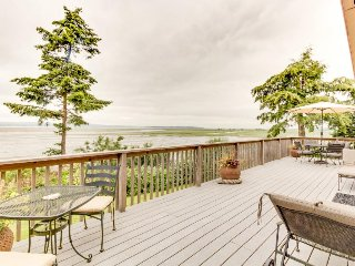 Rustic family home with easy beach access and gorgeous views - dogs OK!, Stanwood