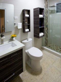 A new modern bathroom in unit #2 at Costa Bela!