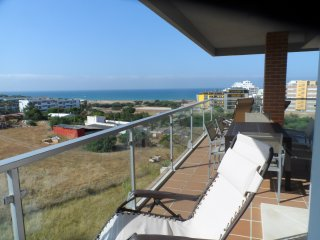 TRANQUIL 3 BEDROOM YET CLOSE TO BEACH WITH POOL, Quarteira