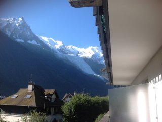 2 bed luxury apartment in central Chamonix by lift