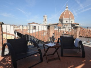 Exclusive penthouse with 360° terrace in Florence