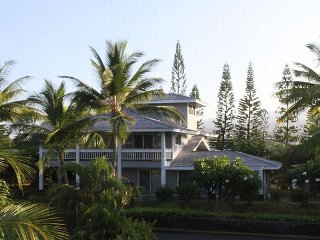 Beautiful Home in Kona Bay Estates 50 Yards from the Ocean!