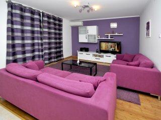 Apartment in Okrug Gornji - purple