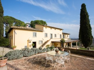 Beautiful villa with pool and amazing Tuscan view, Cortona