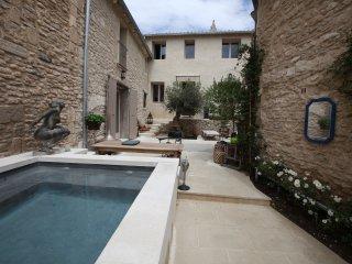 Sous L'olivier entre L'Isle sur Sorgue et Gordes, Cabrieres-d'Avignon
