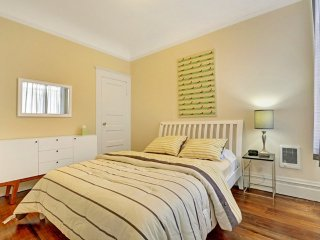 Bright and Fun 2 Bedroom Apartment in North Beach - Professionally Cleaned, San Francisco