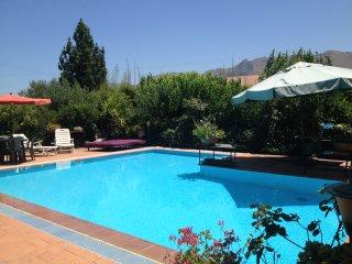 Villa rustica con piscina privata, Palermo