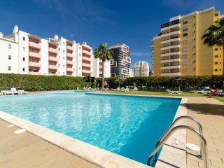 1 Bedroom Duplex with pool, WIFI and 700m to beach, Praia da Rocha