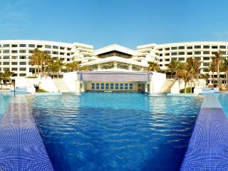 Adults only all inclusive resort VIP access Cancun