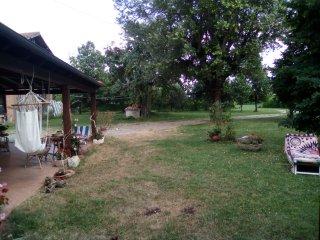 Ampia taverna ristrutturata nel parco