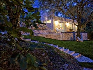 mavres studio, Corfu Town