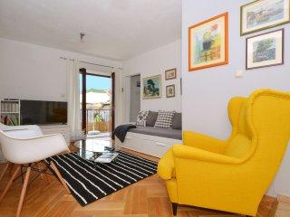 Stylish 3 BR Stone Apartment close to Split, Kastel Kambelovac
