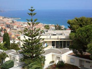 Superbe appartement vue sur mer et piscine ref 511, Menton