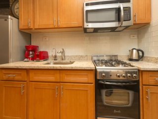 BEAUTIFULLY FURNISHED 2 BEDROOM APARTMENT, New York
