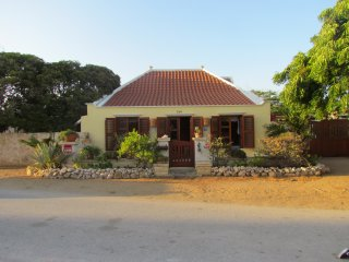 Beautifull Cunucu Style House, Savaneta