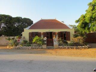 Beautifull Cunucu Style House, Savaneta