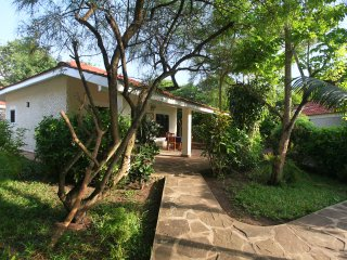 DIANI COTTAGES (6 COTTAGES -1 & 2 BEDROOM), Diani Beach