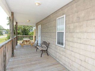 Bonito - Cozy three bedroom home tucked away in great neighborhood, Carolina Beach