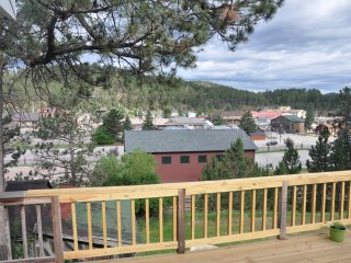 CHARMING Home, AMAZING Location in Hill City!