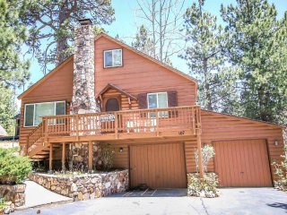 Bear View~Relaxing 2 Story Cabin~Walk To Lake~Fenced Yard/Pets Ok~Quiet Location