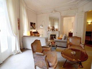 Phenomenal 3BR Vacation Rental at Haussmann Palace, París