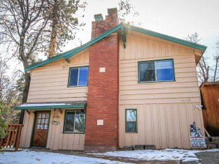 Summit Comfort~Outdoor Spa~Ski Slope Views~Fireplace~Pet Friendly~WiFi~Decks~