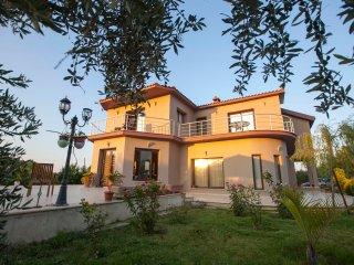 Hera Kyrenia Gardens Luxurious Villa