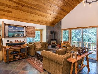 Big 4BR Family Mountain Lodge w/ Unrivalled Tahoe Donner Amenities