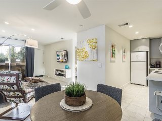 1BR/1BA Quiet upstairs Condo on SouthWest Palm Springs Comm Pool/ Jacuzzi