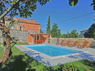 Charming villa with a swimming pool, Svetvincenat