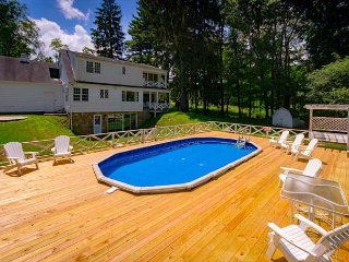 OVR's Shady Oak Cottage- Private pool, 5 bedrooms, minutes to Ohiopyle!